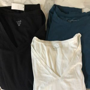 3 gap maternity shirts like new. one w tags